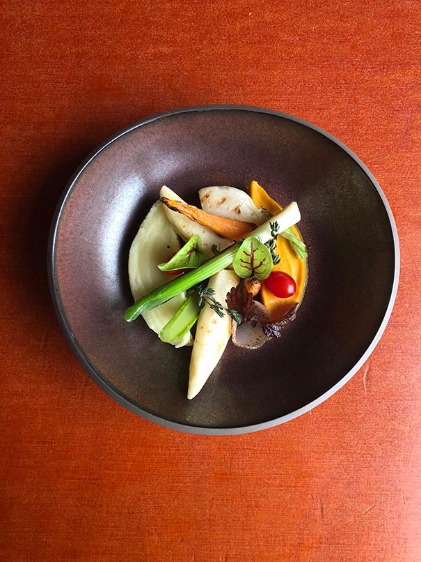 frisches Bio Gericht mit buntem Gemüse